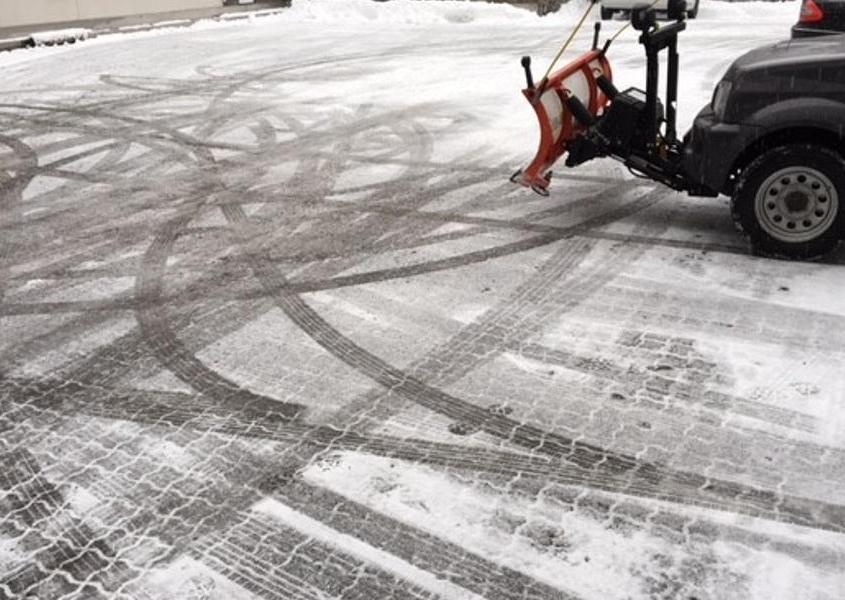 Winterdienst am Parkplatz